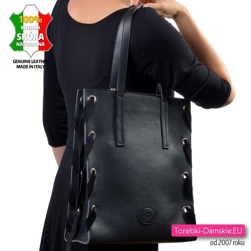 Czarna włoska torba miejska na ramię z licowej skóry