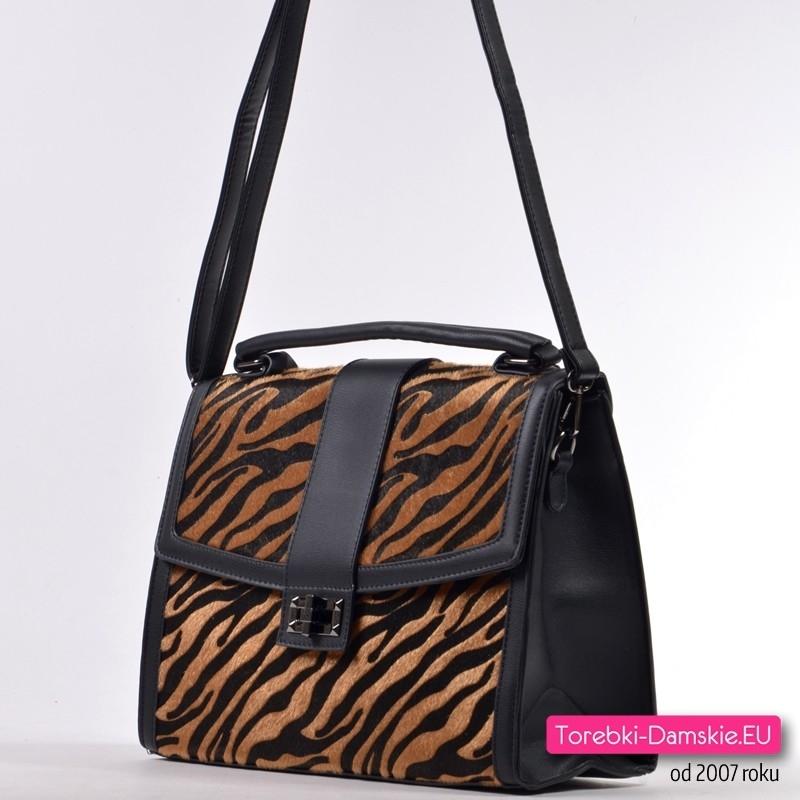 Czarna torebka do przewieszenia lub do ręki z klapą skóra tygrysa