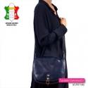 Duża włoska torba crossbody z klapą z granatowej bydlęcej skóry