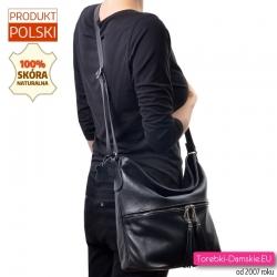 Pojemna, duża torba z czarnej skóry z kieszenią z poziomym srebrnym suwakiem z przodu i chwostami