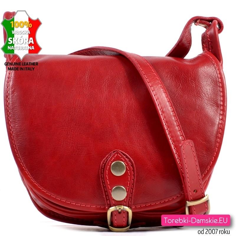 Czerwona skórzana torebka crossbody średniej wielkości