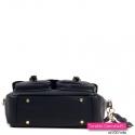 Czarna torebka listonoszka średniej wielkości ze stopkami do stawiania