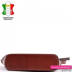 Skórzana brązowa torebka z płaskim spodem - przewieszka w eleganckim stylu