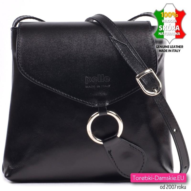 Czarna mała skórzana włoska torebka z klapą i okrągłą ozdobną klamrą - 129,00 zł