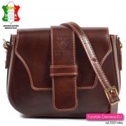Kasztanowa torebka damska z klapą - mały model w kolorze ciemnobrązowym
