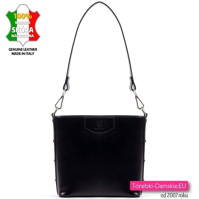 Czarna torebka skórzana średniej wielkości na ramię z ozdobnymi nitami metalowymi na bokach - 169,00 zł