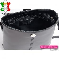 Zamykana suwakiem czarna torebka ze skóry z podszewką
