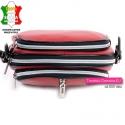 Włoska torebka w kolorze czerwonym z trzema zamkami błyskawicznymi