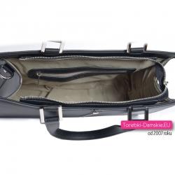 Markowa czarna torebka damska zamykana suwakiem z 3 kieszeniami wewnątrz