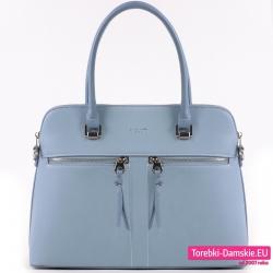 Niebieska torebka damska w jasnym odcieniu z dwoma kieszeniami z przodu