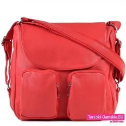 Czerwona duża torba damska z klapą i kieszeniami naszytymi
