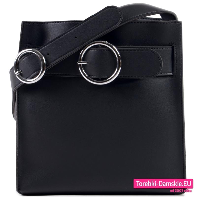 Prostokątna czarna torebka damska z okrągłą ozdobną sprzączką