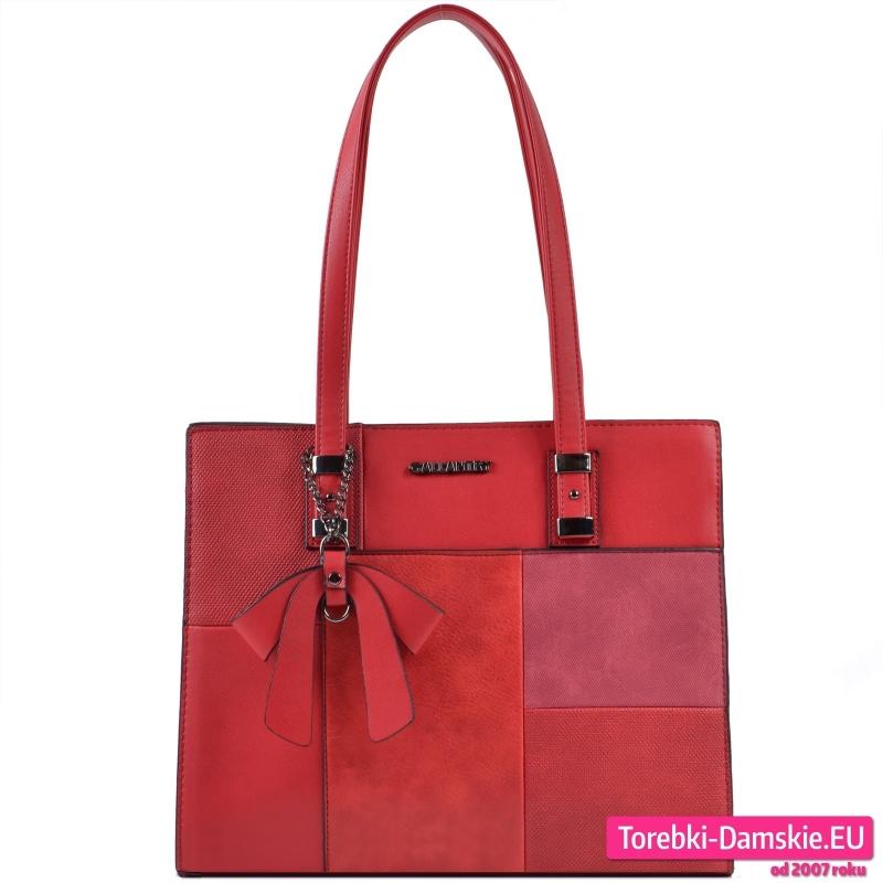 Czerwona torebka na ramię z kokardą ozdobną - 109,00 zł
