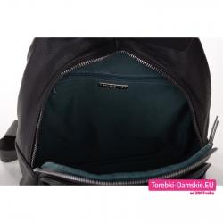 Duży plecak damski w kolorze czarnym zamykany suwakami
