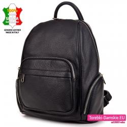 Czarny skórzany plecak damski z kieszeniami zewnętrznymi