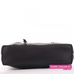 Średniej wielkości czarna torebka do przewieszenia - płaski prostokątny spód