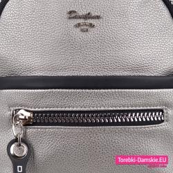 Markowy plecak wysokiej jakości srebrny z kieszeniami z przodu