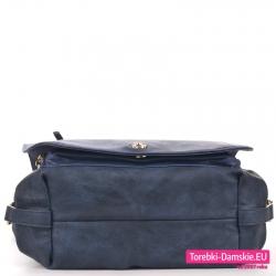 Granatowa torebka z klapą model średniej wielkości
