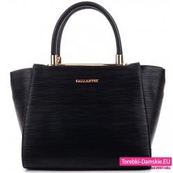 Czarny kuferek ze złotymi ozdobami