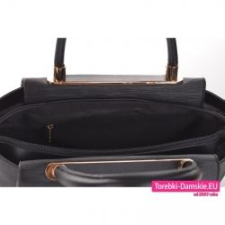 Kuferek czarny zamykany suwakiem z kieszeniami wewnątrz