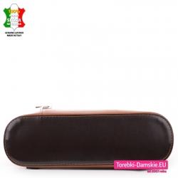 Skórzana torebka średniej wielkości z ciemnobrązowymi elementami