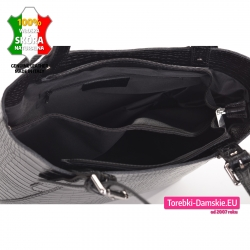 Czarna skórzana torba damska z przegrodą w środku mieści A4