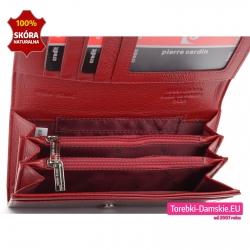 Czerwony portfel z dużą ilością kieszeni i przegródkami zamykanymi suwakami