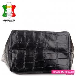 Bardzo pakowna czarna torba damska ze skóry z szerokim dnem