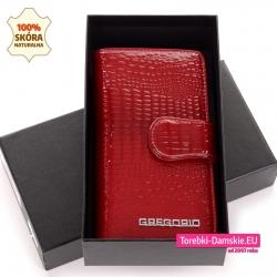 Czerwony portfel damski w ciemnym odcieniu w pudełku kartonowym