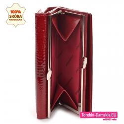 Czerwony portfel na bigiel