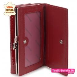 Funkcjonalny czerwony skórzany portfel z dużymi kieszeniami