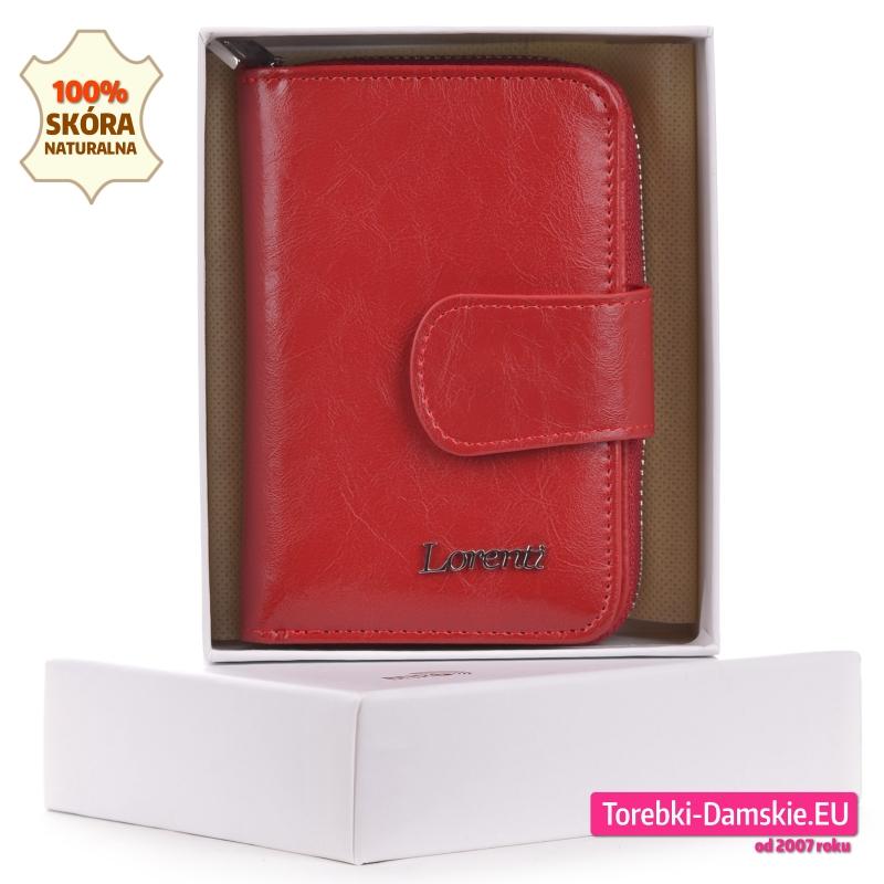 Skórzany portfel damski średniej wielkości w kolorze czerwonym w pudełku
