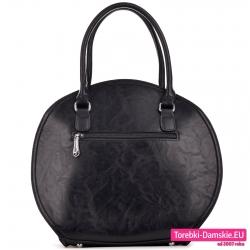 Owalna torba damska czarna z kieszenią zamykaną z tyłu