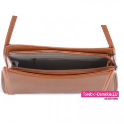 Zamykana suwakiem torebka damska w kolorze brązowym z kieszeniami wewnętrznymi