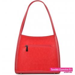 Czerwona torebka z kieszenią zamykaną z tyłu
