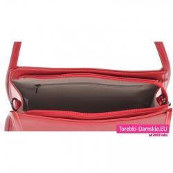 Szczelnie zamykana suwakiem czerwona torebka na ramię