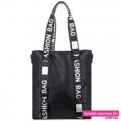 Duża czarna torba shopper na ramię z szerokimi paskami z napisami