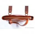 Jasnobrązowa prostokątna torebka ze skóry - dwa paski na ramię i do ręki