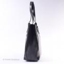 Czarna skórzana torba z regulowanej długości paskami