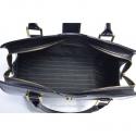 Czarny kuferek skórzany z ozdobnym zapięciem