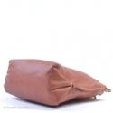Kwadratowa torebka skórzana w kolorze brązowym do ręki lub na ramię