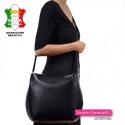 Duża torba damska z czarnej skóry mieści A4