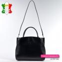 Ta pojemna czarna torba może pełnić funkcję teczki damskiej