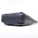Czarna torebka ze skóry z metalowymi ozdobnymi serduszkami