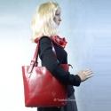Czerwona pojemna skórzana torba na ramię