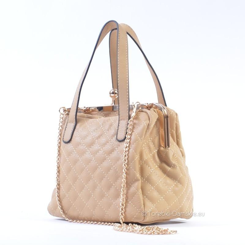 28e02d055f6da Mały kuferek damski - torebka beżowa na złotym łańcuszku