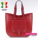 Czerwona skórzana torba z kieszonką z przodu
