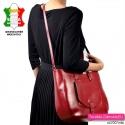 Funkcjonalna pojemna ale lekka czerwona torba skórzana produkcji włoskiej