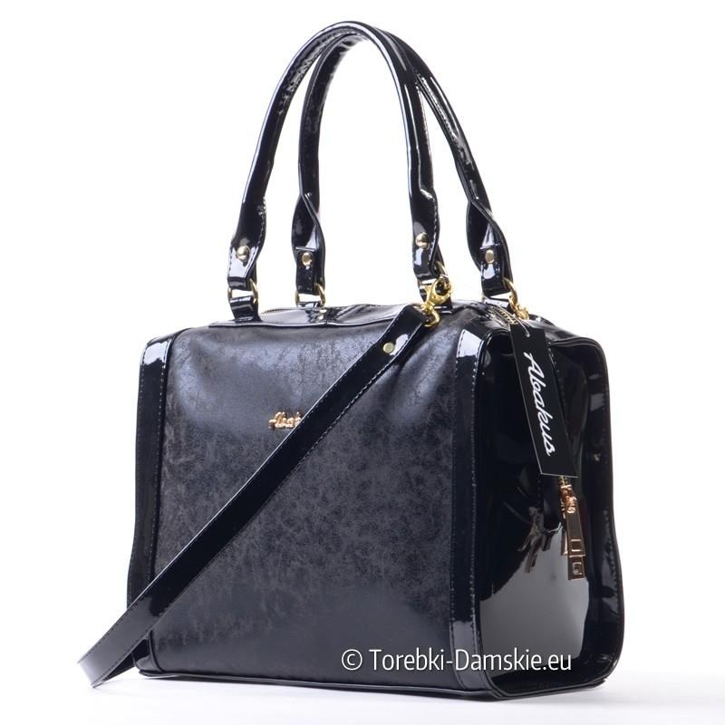 Czarna torebka - prostokątny kuferek ze złotymi detalami