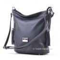 Ozdobiona frędzlami czarna torebka na ramię średniej wielkości